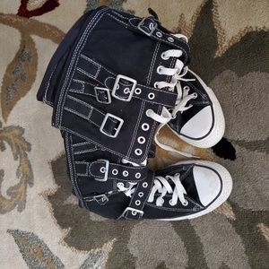 Lace up Converse